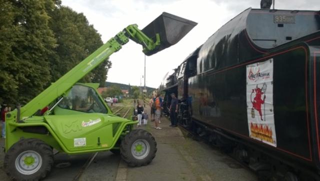 Plnění parní lokomotivy