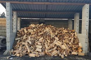 Štípané dřevo měkké sypané